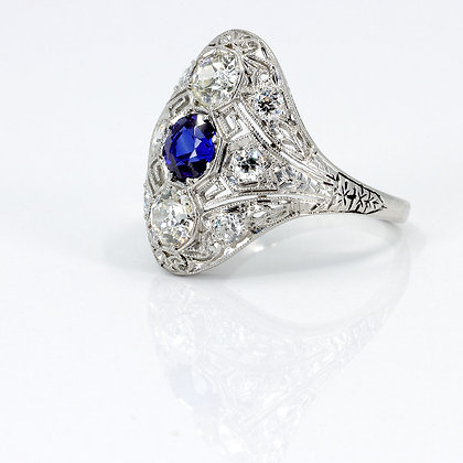 Cocktail Ring with Diamonds and Sapphire
