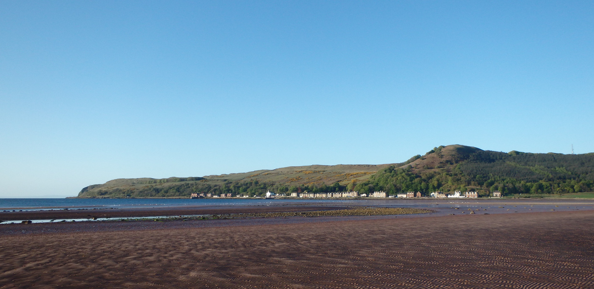 Looking back at Kilchattan village from the northern end of the bay.