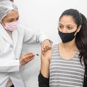 Mais de 34 mil adolescentes sem comorbidades são vacinados neste sábado