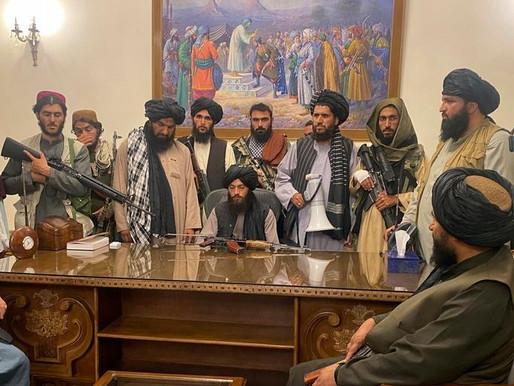 Talibã toma Cabul e volta ao poder