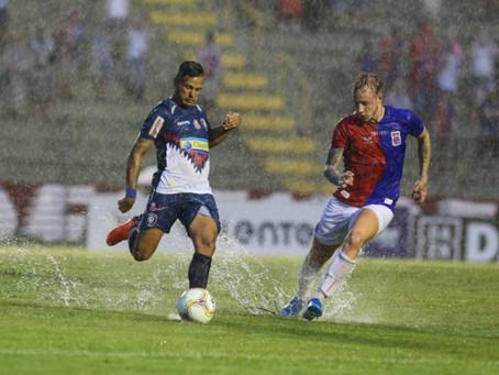 Com 'dilúvio' na Vila, Paraná não sai do zero contra o Cianorte