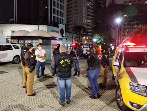 Fiscalização integrada flagra pontos comerciais com excesso de público em Curitiba