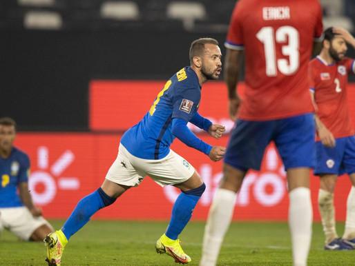 Eliminatórias: mesmo jogando mal, Brasil vence Chile