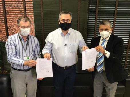 Emendas do Deputado Galo beneficiam hospital de Paranaguá com Tomografo e aparelho de raio x.