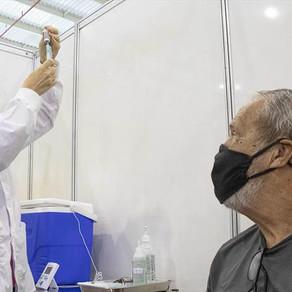 Curitiba vacina parte do grupo de 66 anos com primeira dose