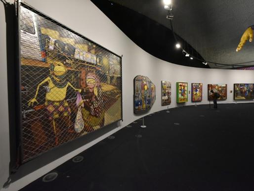 Exposição dos artistas OSGEMEOS no MON reúne 850 itens e atmosfera urbana