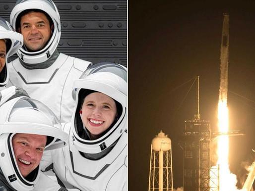 Foguete da SpaceX decola para levar 1.ª tripulação civil para a órbita