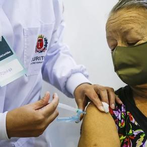 Com falta de vacinas, Curitiba interrompe aplicação da primeira dose contra a Covid-19