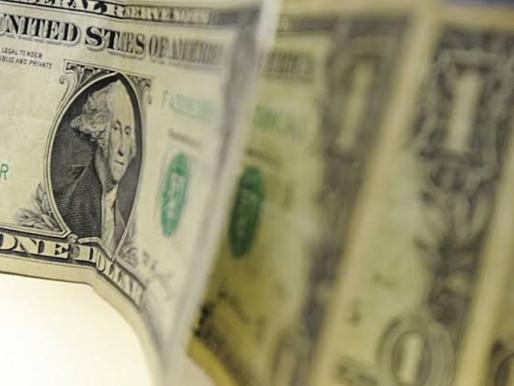 Dólar cai para R$ 5,37, mas encerra semana com alta de 2,66%