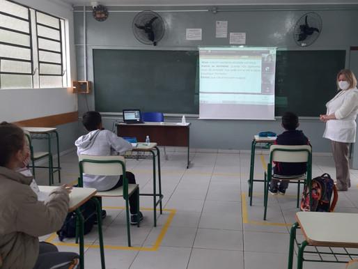 Mais de 600 escolas estaduais retomam aulas presenciais