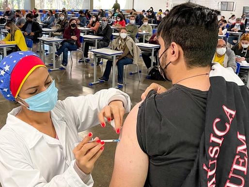 Paraná ultrapassa marca de 13,5 mil profissionais do Ensino Superior vacinados