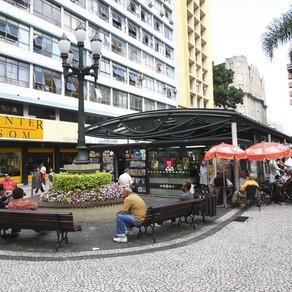 Curitiba volta para a bandeira laranja nesta quarta-feira (9), saiba como ficam comércio e serviços