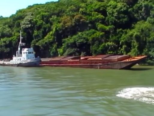 Galo cobra retirada de balsa abandonada na baía de Guaratuba