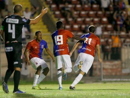 Meia experiente estreia no Paraná com gol e alivia clima na Vila Capanema