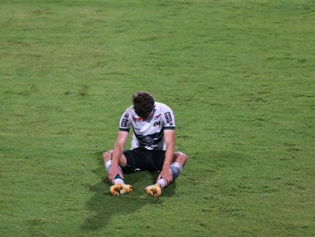 Coritiba leva gol nos acréscimos, empata com o Flu e freia reação no Brasileirão
