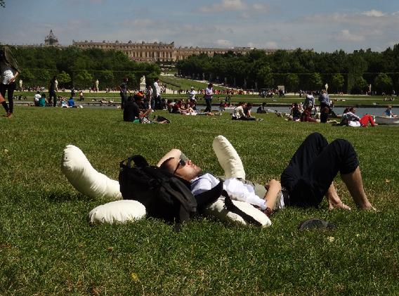 Doudou Versailles 1.png