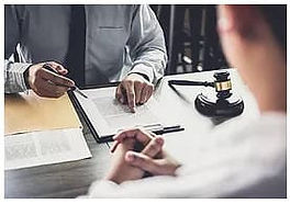 podpianie-umowy-prawniczej.jpg