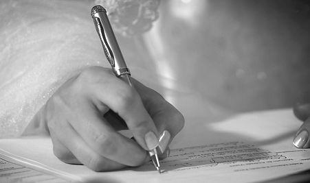 assinatura dos noivos na cerimonia