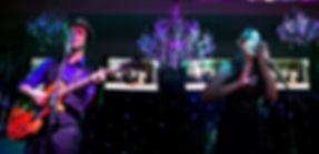 cantores no palco