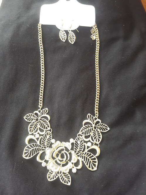Gold Flower Necklace Set