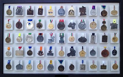 Medallero de 55 posiciones color hueso