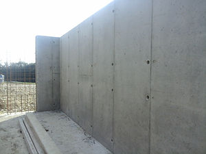 Mur béton banché