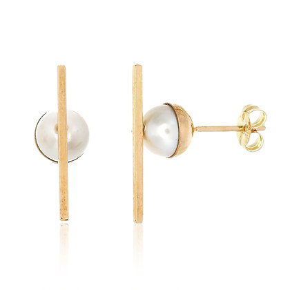 Akoya with Bar Gold Earrings