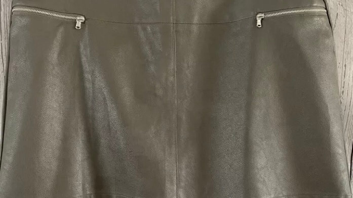 Womens / Ladies Atmosphere Grey Pvc Short Skirt Size 18 Immaculate Condition