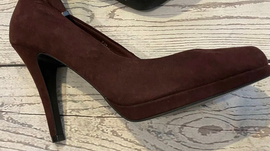 Womens / Ladies Marks & Spencer Burgundy Suede High Heel Shoes Size 7.5