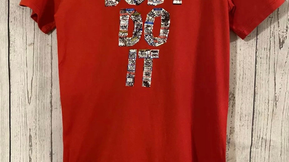 Boys Nike Red Short Sleeve T-Shirt Age 12-13 Years Immaculate