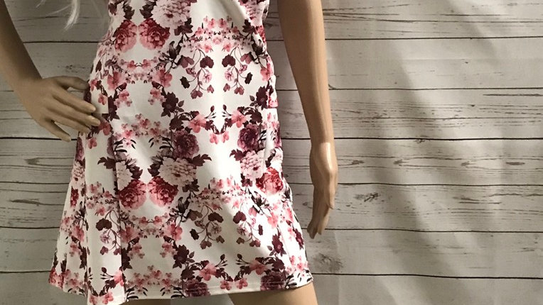 Women's / Ladies Pretty Little Thing Pink Floral Low V Neck Dress Size 12 NEW