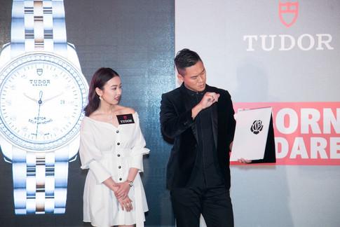 香港魔術師 MagicCarson play magic with 周秀娜 李佳芯 朱千雪 楊文蔚