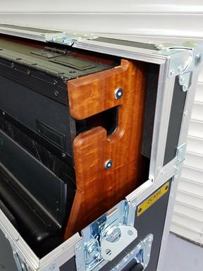 M32 afgewerkt met hout kabeldoorvoer.jpg
