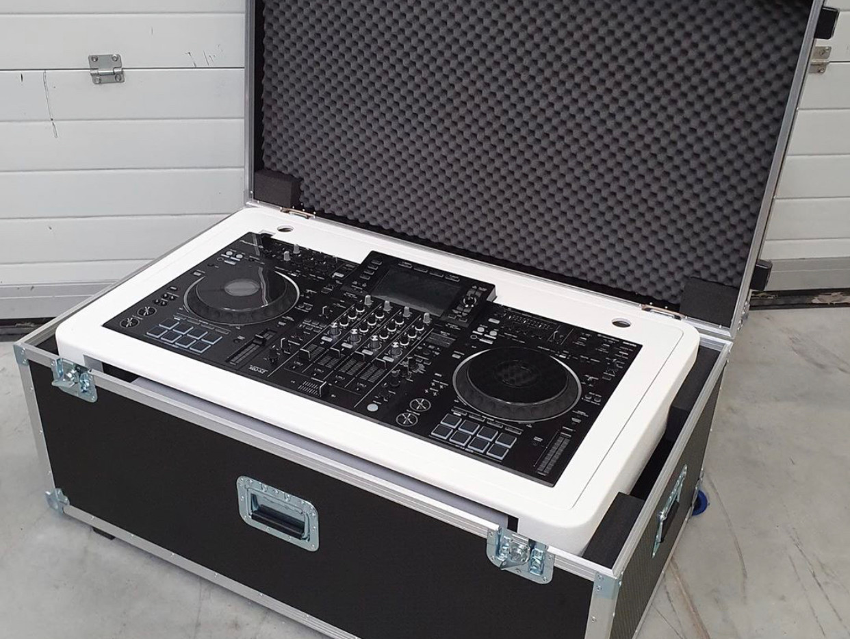 Flightcase for DJ Booth for controllers