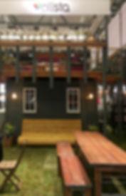 Plista Messestand, Festivalmodul, Messebau, Festival, Festivalproduktion, Festivalstand, Festivalmodul, Holzbau, Tischlerei, Messestand, Hamburg, Container, Containerbau, Containermodul, Containerbar, Containerumbau, Containerhotel, Nomade & könig, Foodtruck, Bartruck, Busumbau, Gestaltung, Design, Produktion, Blackdata, Blackdata Construction, Verkaufsstand, Bar, Tresen