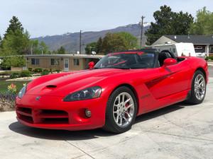 Review: 2004 Dodge Viper - I drove a Viper and I'm still alive.