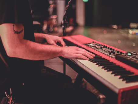 What are the Differences Between A Digital Piano and Keyboard?