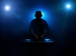 THE RIGHT SONG AT THE RIGHT TIME - WHY A DJ IS BETTER THAN USING PLAYLISTS
