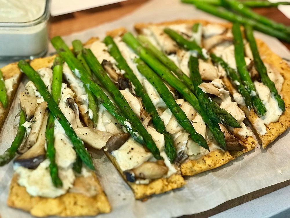pizza bianca with asparagus