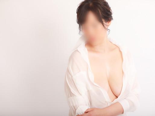 レンタル白シャツで乳がん手術前スタジオ写真撮影