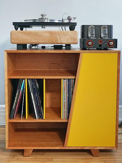 Meuble audio  Cerisier    Design: Sylvain André-Jacques Ébénisterie