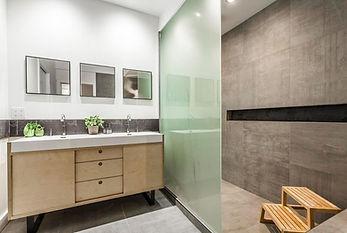 Vanité de salle de bain  Merisier Russe    Design: Zu design et architecture    Crédit photo: Guillaume Gorini