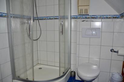 Badezimmer mit Dusche/WC und Waschmaschine