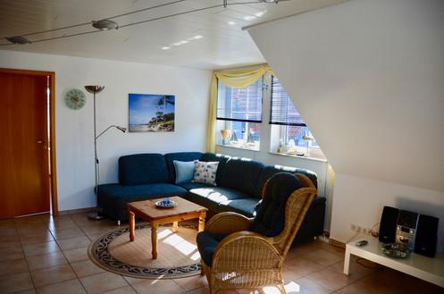 Im gemütlichen Wohnbereich können Sie eine TV- und Stereoanlage nutzen.  Über WLAN haben Sie Zugang zum Internet.