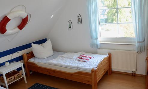 Kinderzimmer mit 2 Einzelbetten  (0,90 x 2,00 m)