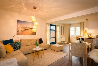 Gemütliche Sitzecke im Wohnbereich mit weiterer Schlafmöglichkeit für 1 Person