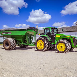 8R 340 and the grain cart