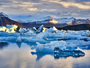 Jökulsárlón: A Glacier Lagoon Boat Tour and Diamond Beach