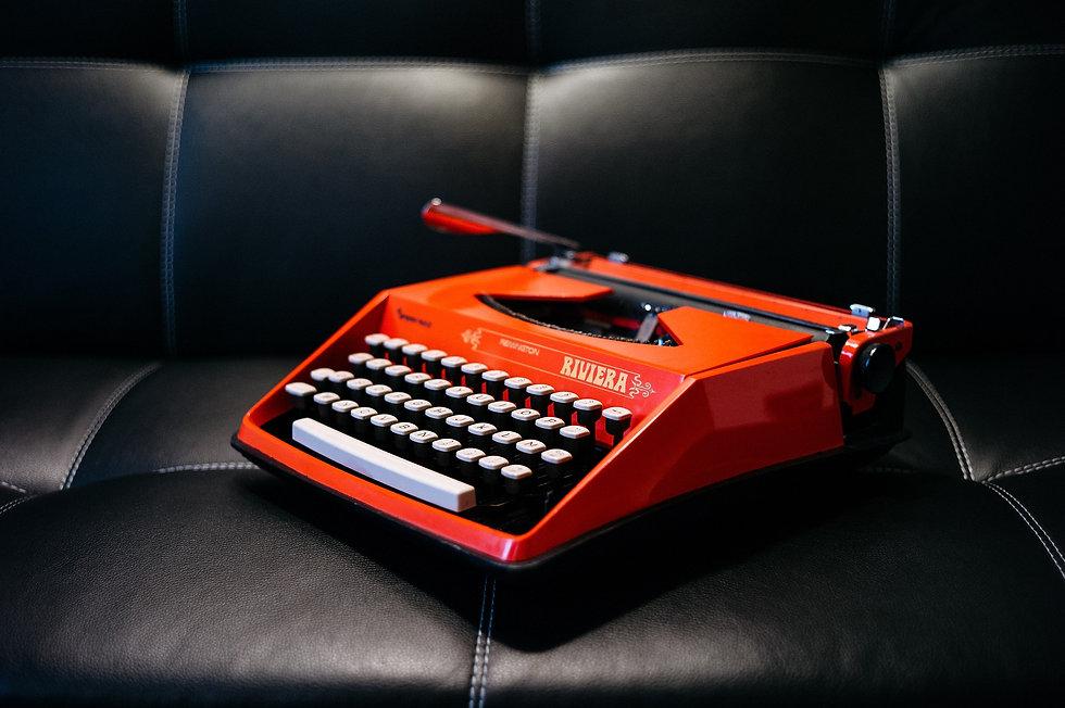 typewriter-1209082_1920.jpg