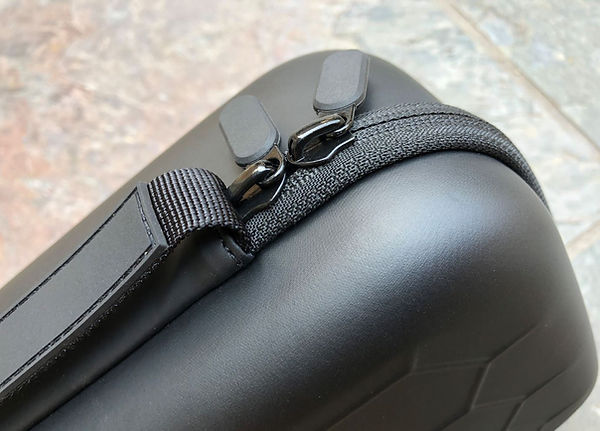 Hive case zipper close up